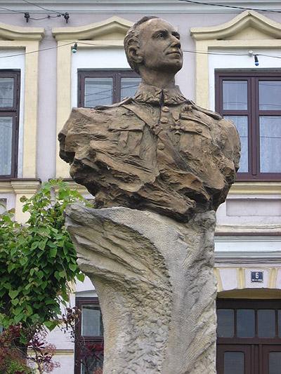 Monument Stanislaw Skarzynski