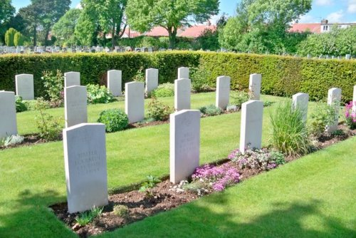 Commonwealth War Graves Ann's Hill Cemetery