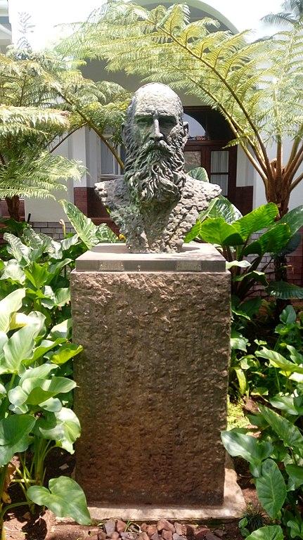 Buste van Koos de la Rey