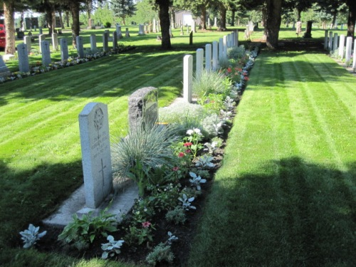 Commonwealth War Graves Red Deer Cemetery