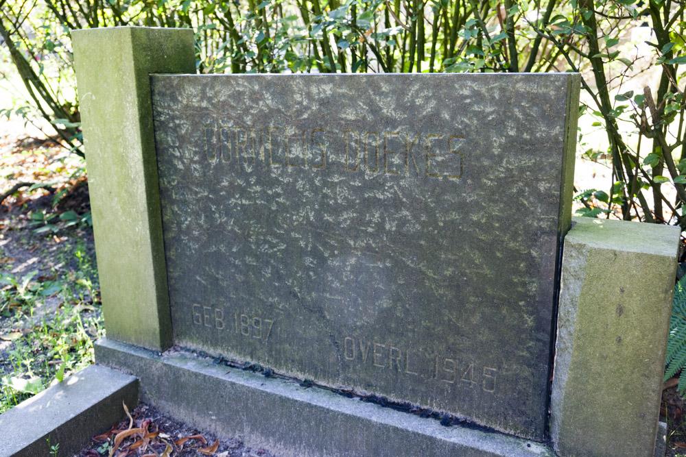 Nederlandse Oorlogsgraven RK Begraafplaats De Leeuwer Enk