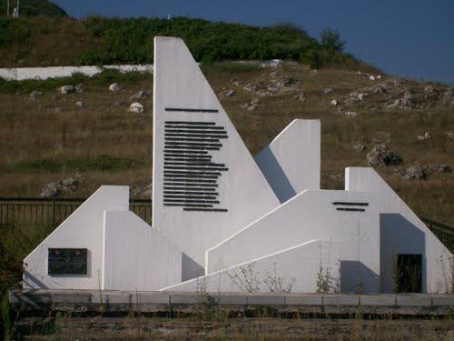 Memorial Greek Soldiers Fort Lisse Ochyro