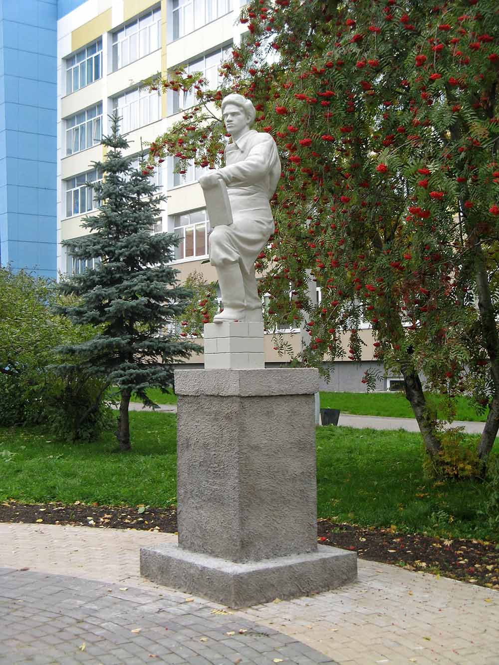 Memorial to the Builder of Post-War Arkhangelsk