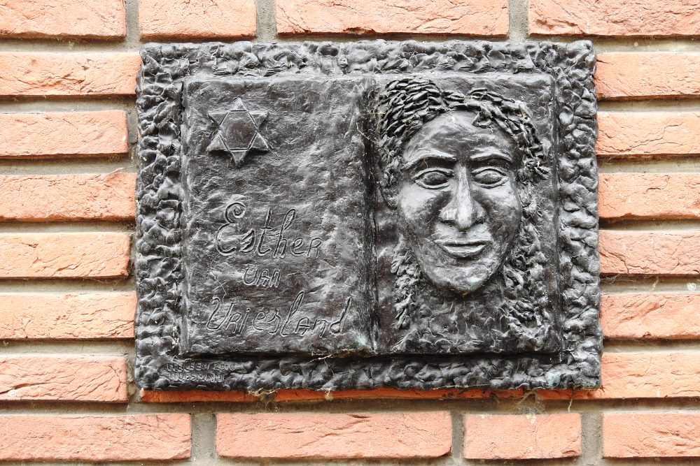 Monument Esther van Vriesland