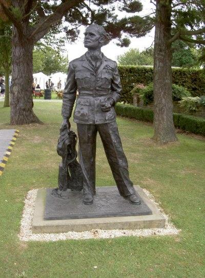 Statue Douglas Bader