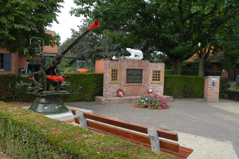 Liberation Memorial with Anti-aircraft Gun Wuustwezel