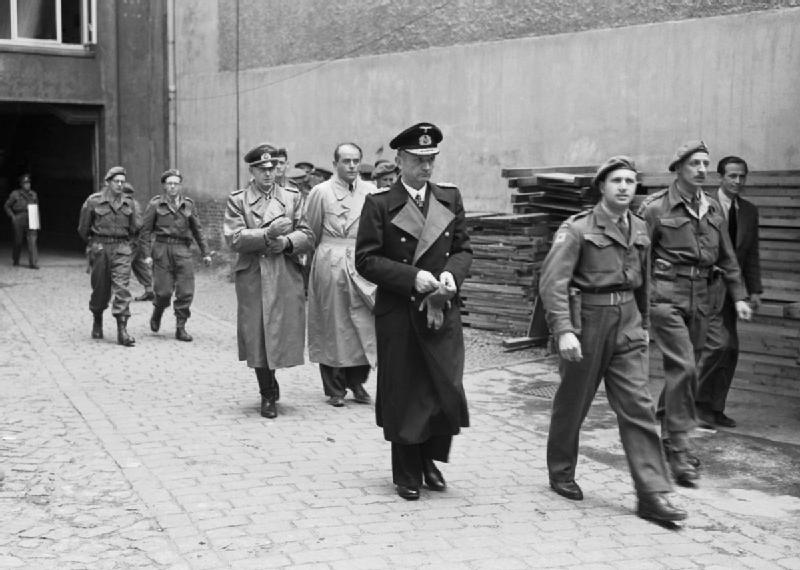 Statements by Karl Dönitz about Hitler's death and the German capitulation (01/08 Mai 1945)