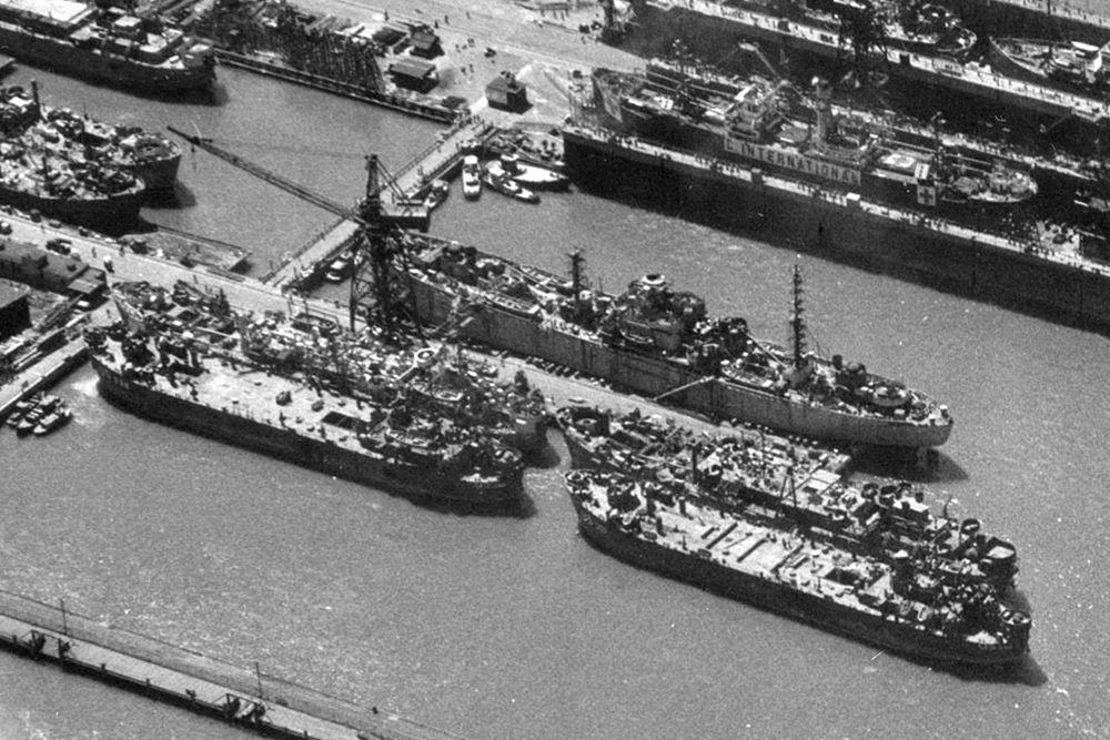 Amerikaanse Landing Craft Repair Ship USS Remus (ARL-40)