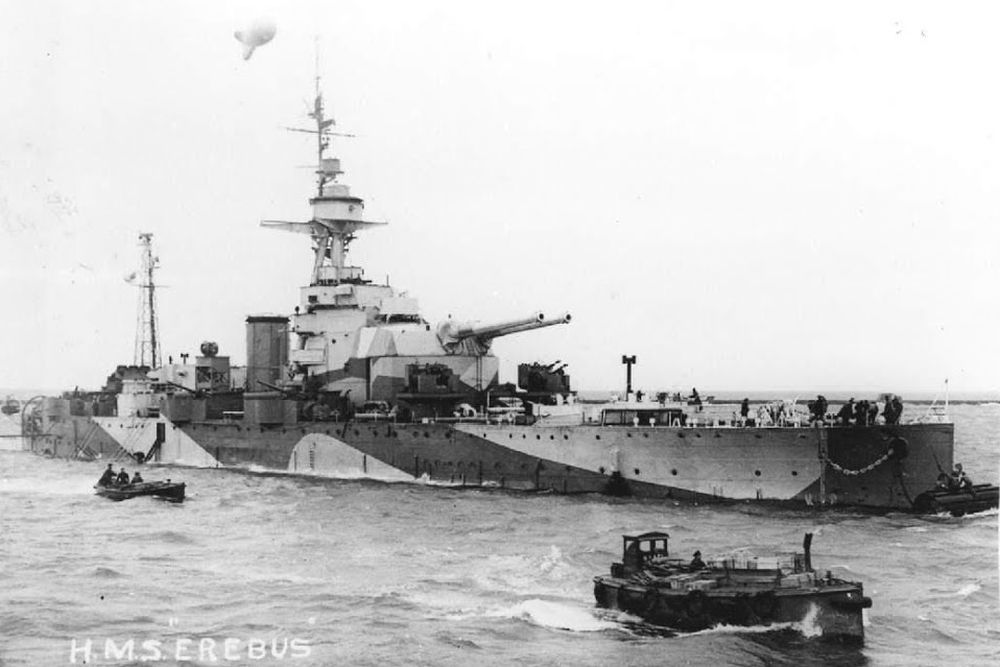 Britse Monitor HMS Erebus (I02)