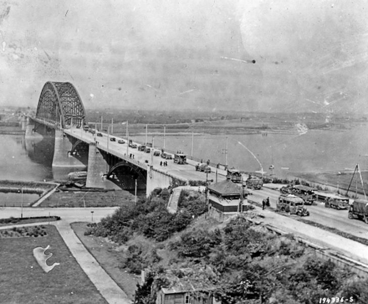 First attack on the Waal Bridge, 17 September 1944