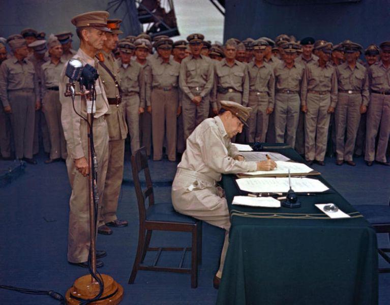 Japanse capitulatie-ondertekening aan boord van USS Missouri