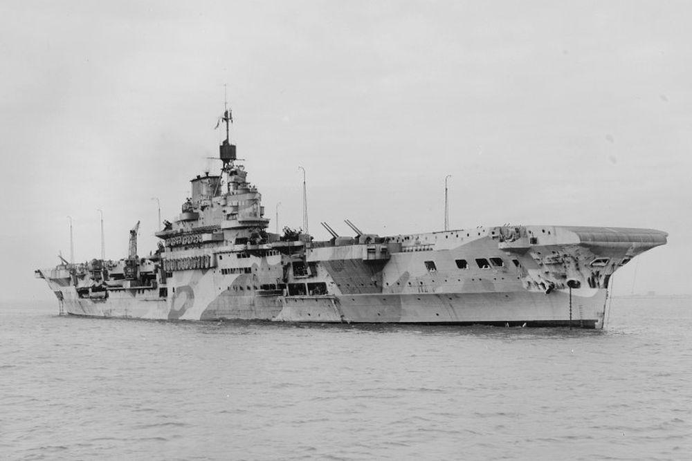 Britse Vliegdekschip HMS Indomitable (92)