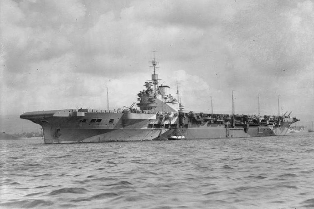 Britse Vliegdekschip HMS Illustrious (87)