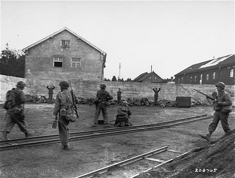 Executie van kampbewakers in Dachau, 29 april 1945